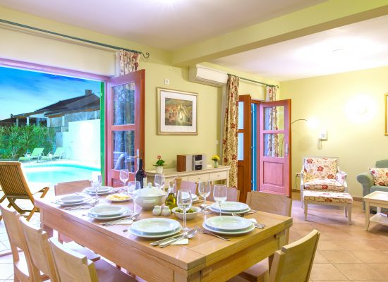 Sitting and dining room in Villa Mare