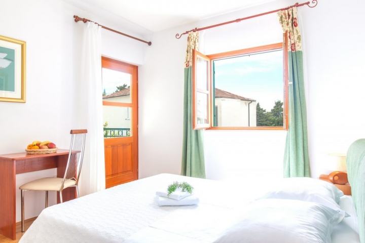 Double bedded room with balcony and window