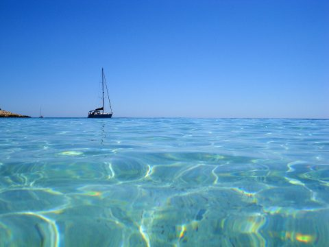 Crystal blue sea on Island of Hvar | Rent Villa Mare