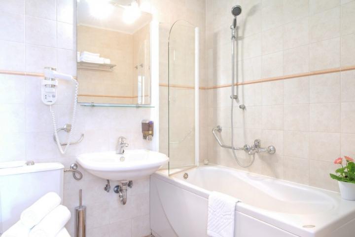 Bath tub Bathroom